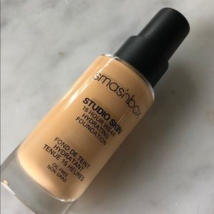 smashbox studio skin 15 hour wear foundation 2.35